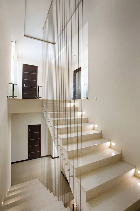 Corridor & hallway by kvartalstudio, Minimalist