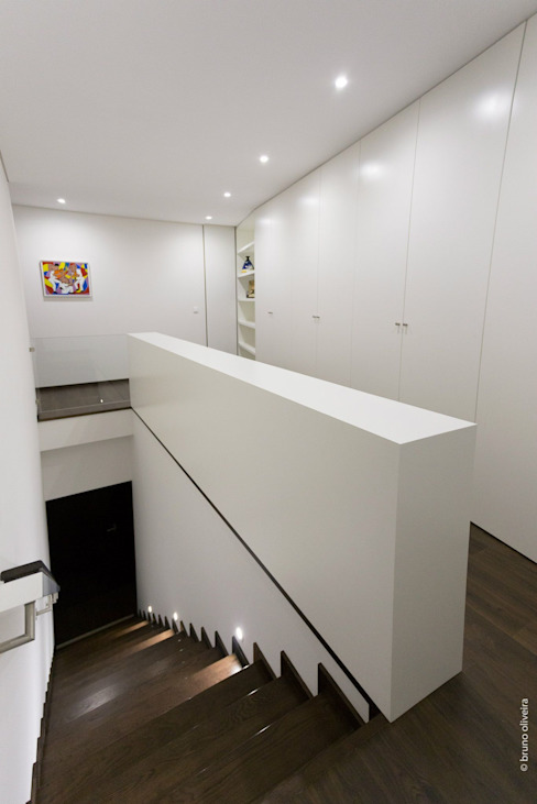 house 116 모던스타일 복도, 현관 & 계단 by bo | bruno oliveira, arquitectura 모던 엔지니어드 우드 투명