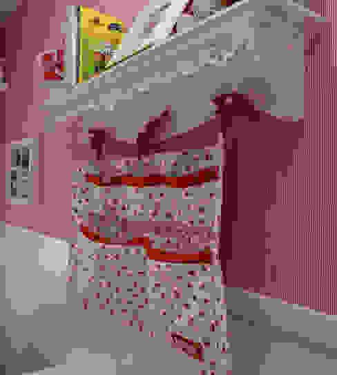 Habitaciones para niños de estilo rústico de Superstudiob Rústico Textil Ámbar/Dorado