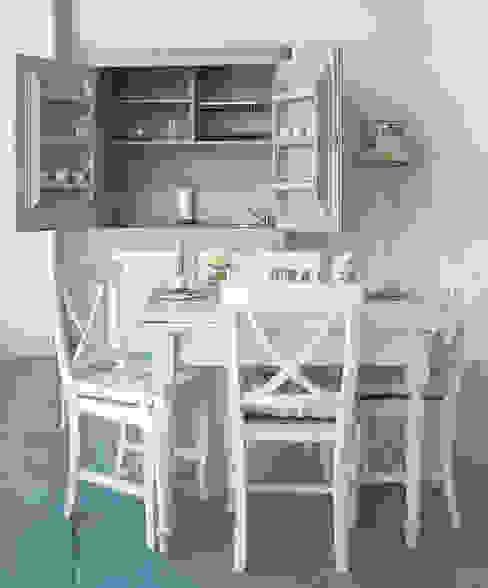 Ambiente LA BOTTEGA DEL FALEGNAME Cucina in stile mediterraneo Legno massello Bianco