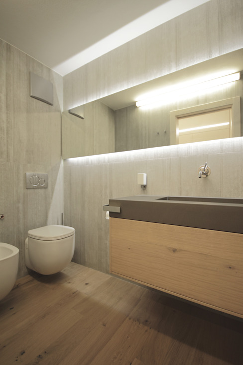 Bathroom by luigi bello architetto,