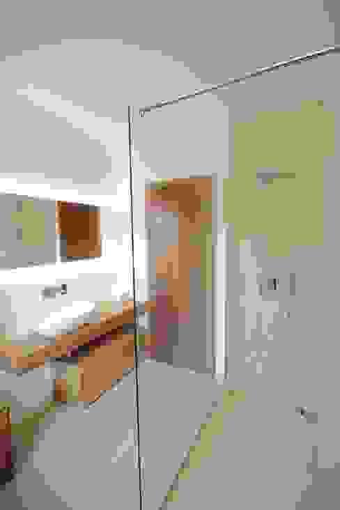 Baños de estilo  por luigi bello architetto,