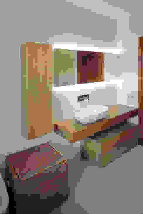 Progetti Bagno moderno di luigi bello architetto Moderno