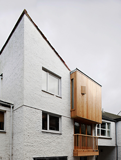 Siberian Larch facade Modern houses by Research + Design Modern