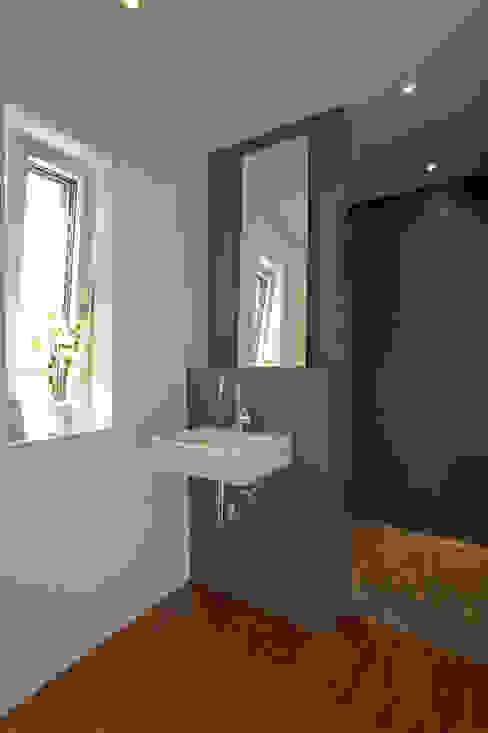 Nowoczesna łazienka od Hofmann Keicher Ring Architekten Nowoczesny