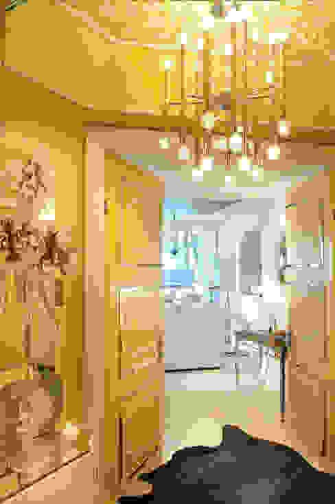 Nowoczesny salon od Saloni Design Nowoczesny
