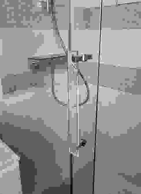 RENO Appartement L Salle de bain moderne par EI. SOPHIE BANNWART Moderne