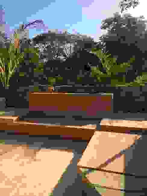 Salas de estilo tropical de Degetau Arquitectura y Diseño Tropical