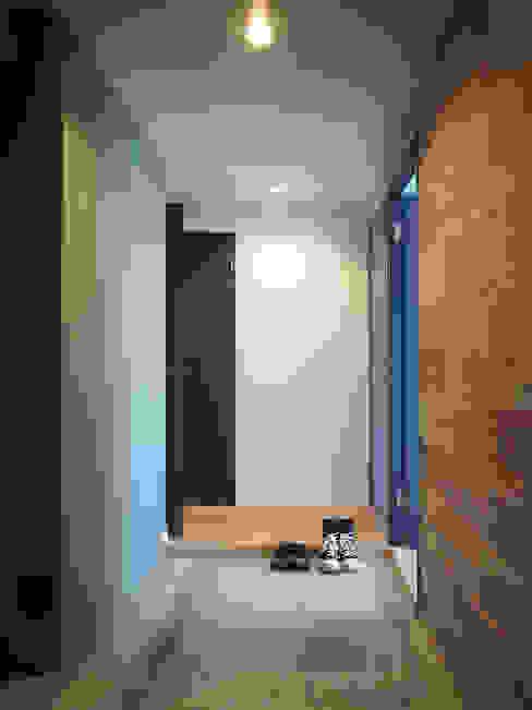棚の家 モダンスタイルの 玄関&廊下&階段 の 株式会社エキップ モダン