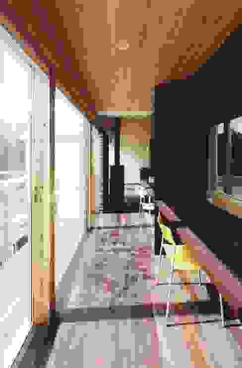 路地のある寺内町の家 モダンスタイルの 玄関&廊下&階段 の 一級建築士事務所 有限会社NEOGEO(ネオジオ) モダン