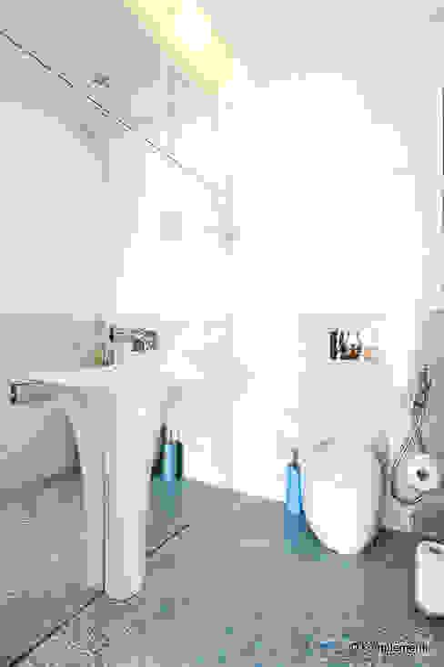 Projekt apartamentu nad morzem Nowoczesna łazienka od Komplementi Nowoczesny