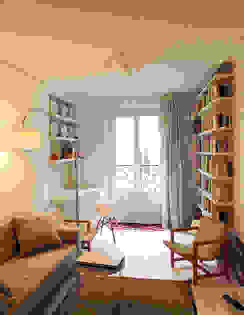 salon/coin bureau/bibliotheque Salon scandinave par Agence KP Scandinave Bois Effet bois