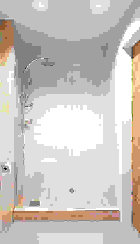 Scandinavian style bathroom by homify Scandinavian Wood Wood effect