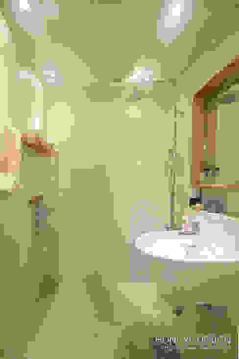 내추럴한 느낌의 16평 신혼집: 홍예디자인의  욕실,모던