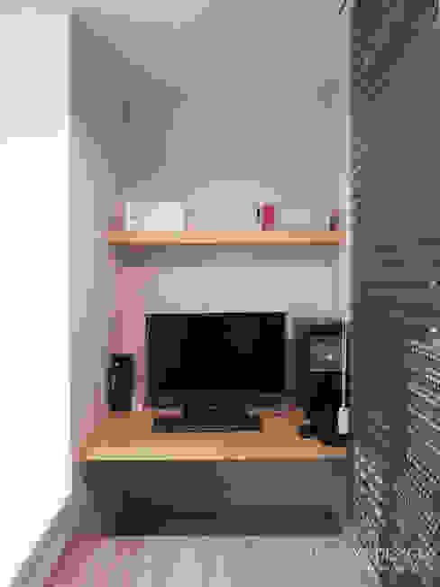 내추럴한 느낌의 16평 신혼집: 홍예디자인의  서재 & 사무실,모던