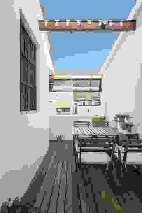Moderner Balkon, Veranda & Terrasse von amBau Gestion y Proyectos Modern