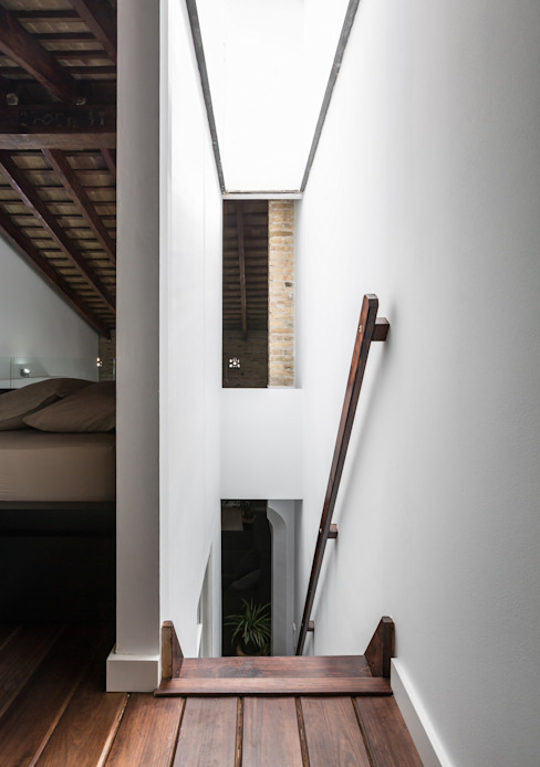 Ingresso, Corridoio & Scale in stile moderno di amBau Gestion y Proyectos Moderno