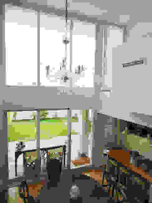 Cửa sổ & cửa ra vào phong cách chiết trung bởi GAAPE - ARQUITECTURA, PLANEAMENTO E ENGENHARIA, LDA Chiết trung