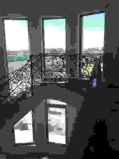 La Reja Classic style balcony, porch & terrace Iron/Steel