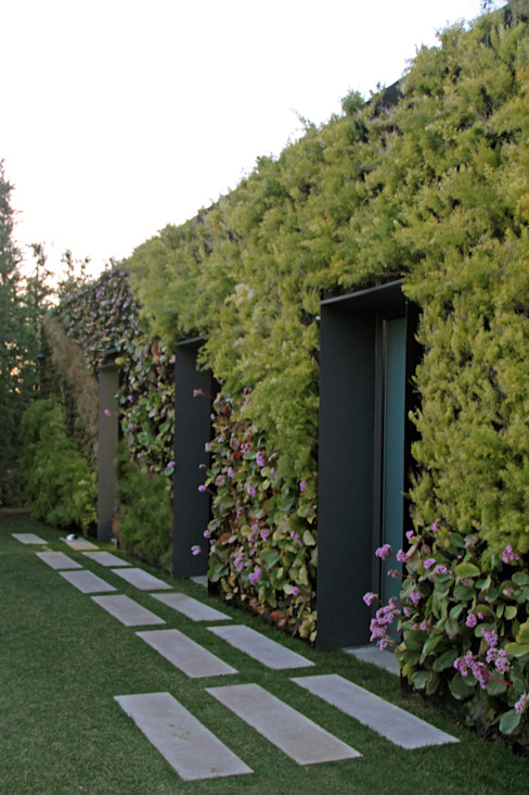 Minimalistyczny ogród od guedes cruz arquitectos Minimalistyczny