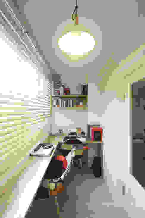 Oficinas de estilo moderno de 홍예디자인 Moderno