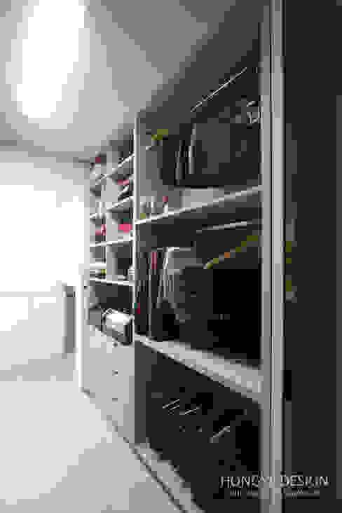 드레스룸과 서재가 있는 15평 신혼집 모던스타일 드레싱 룸 by 홍예디자인 모던