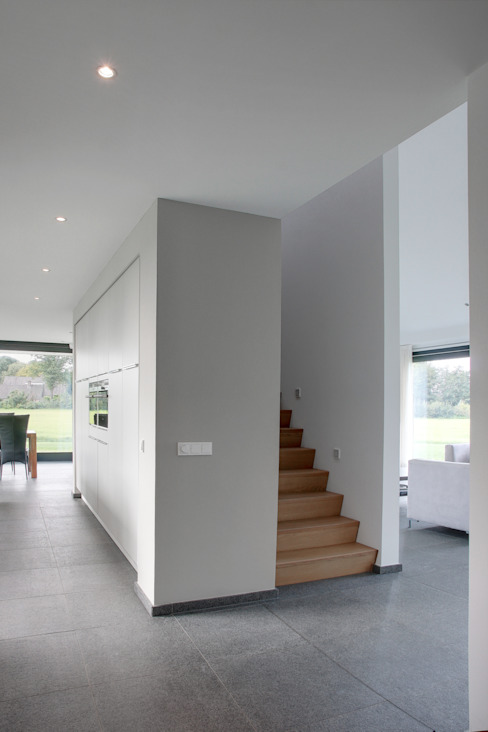 Country style corridor, hallway& stairs by BenW architecten Country Wood Wood effect