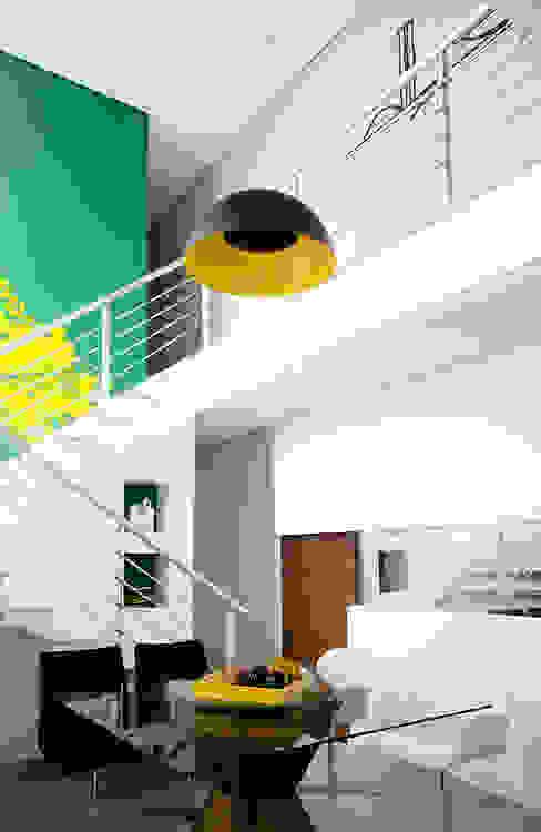 Modern dining room by Magno Moreira Arquitetura Modern