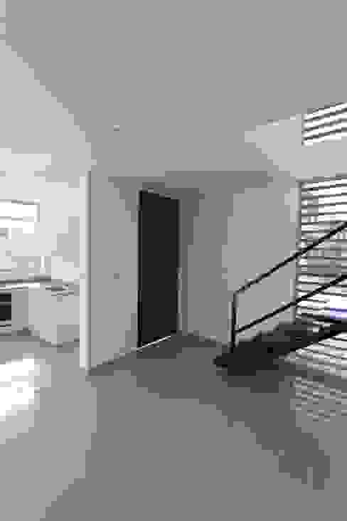 Puertas y ventanas de estilo moderno de Alzatto Arquitectos Moderno