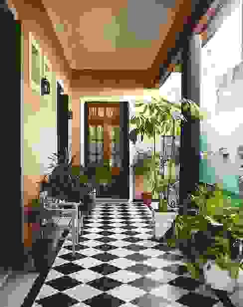 Reciclajes Arquitecto Oscar Alvarez Pasillos, vestíbulos y escaleras modernos