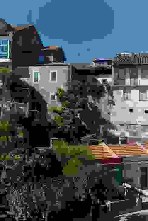 Casa em Chaves: Casas  por bAse arquitetura,Clássico
