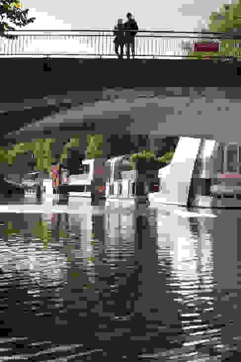 """""""Traumfänger"""" - Hausboot auf dem Eilbekkanal l Hamburg Moderne Häuser von Rost.Niderehe Architekten I Ingenieure Modern"""
