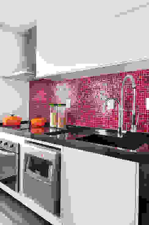 Mario Catani - Arquitetura e Decoração Cuisine minimaliste Céramique Rouge