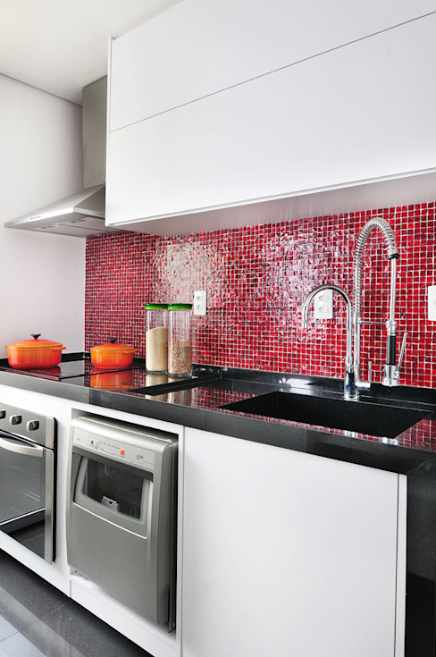 Minimalist kitchen by Mario Catani - Arquitetura e Decoração Minimalist Ceramic