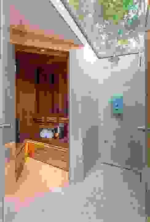 Folio Design | The Garden Room | Sauna & 'Outdoor' Shower Modern spa by Folio Design Modern