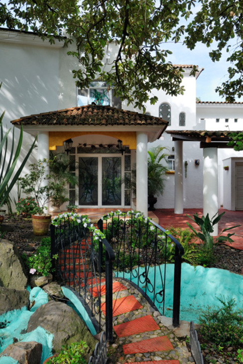 Colonial style houses by Excelencia en Diseño Colonial Bricks