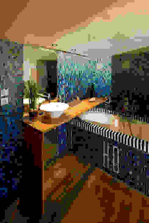 REHABILITATION D'UN APPARTEMENT Salle de bain moderne par yann péron architecte Moderne
