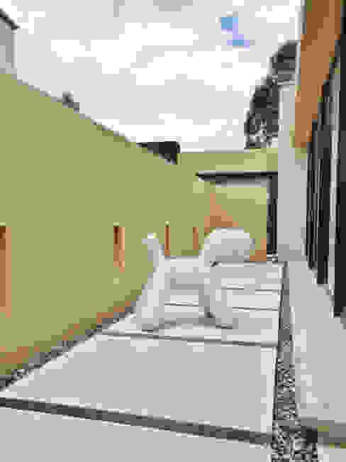 Casa H Pasillos, vestíbulos y escaleras de estilo minimalista de David Macias Arquitectura & Urbanismo Minimalista