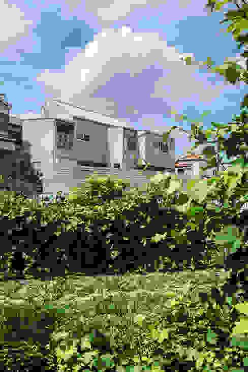 Casas modernas de 藤森大作建築設計事務所 Moderno Metal