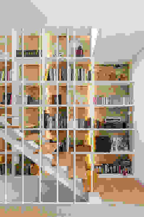 Pasillos, vestíbulos y escaleras modernos de Floret Arquitectura Moderno