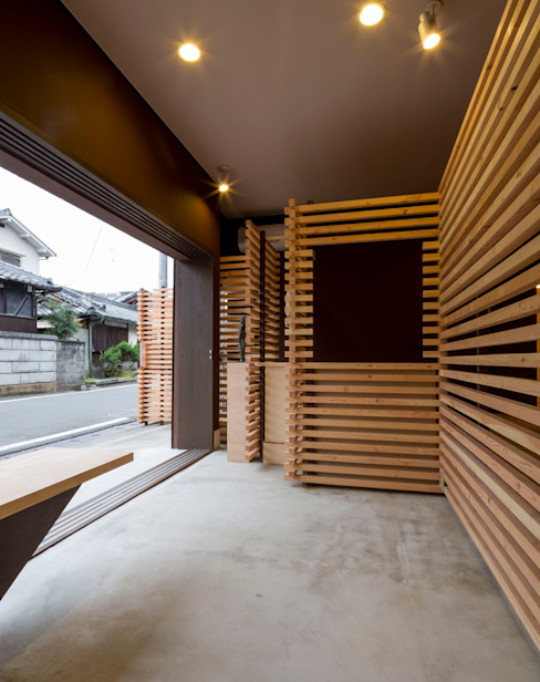 Asian style corridor, hallway & stairs by スズケン一級建築士事務所/Suzuken Architectural Design Office Asian Wood Wood effect