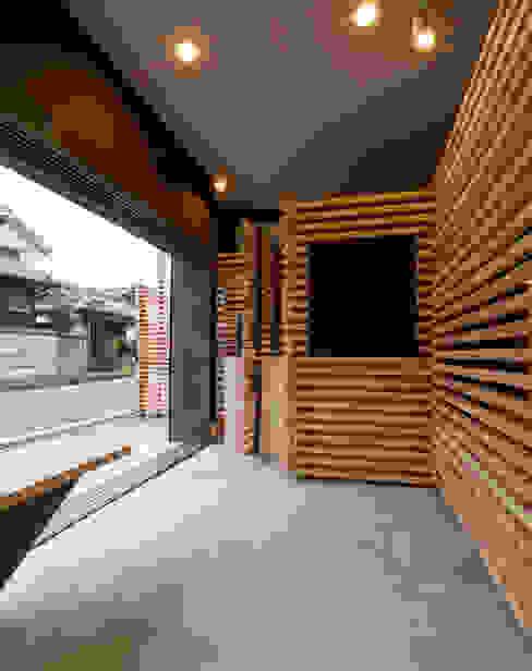 Pasillos y vestíbulos de estilo  por スズケン一級建築士事務所/Suzuken Architectural Design Office