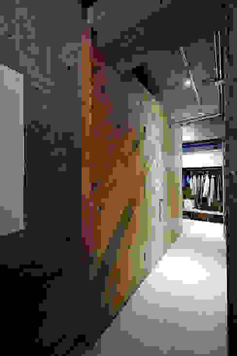 Industriële gangen, hallen & trappenhuizen van .8 / TENHACHI Industrieel