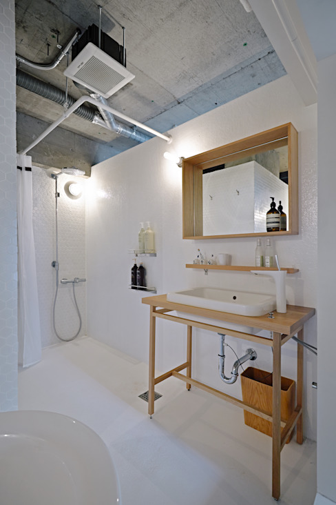 Industrial style bathrooms by .8 / TENHACHI Industrial