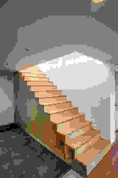 الممر الحديث، المدخل و الدرج من ZeroLimitsArchitects حداثي