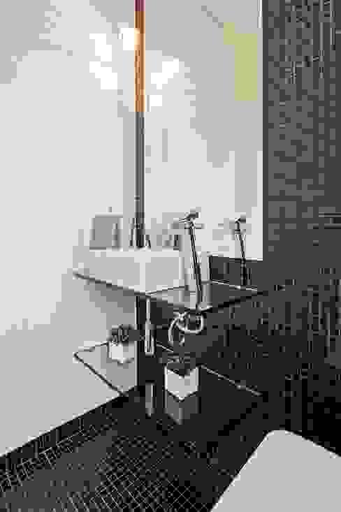 Bathroom by Patrícia Azoni Arquitetura + Arte & Design, Modern