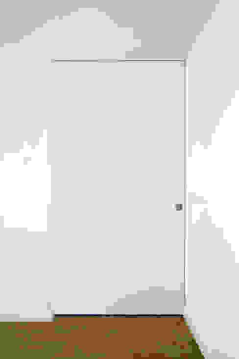 moradia JE Closets modernos por involve arquitectos Moderno