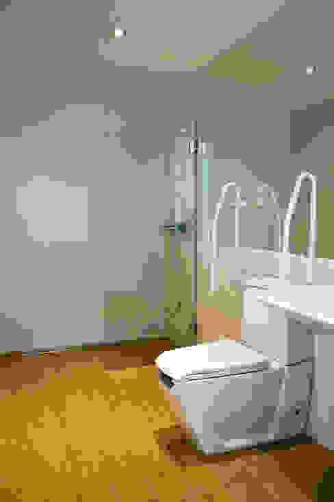 moradia JE Casas de banho modernas por involve arquitectos Moderno