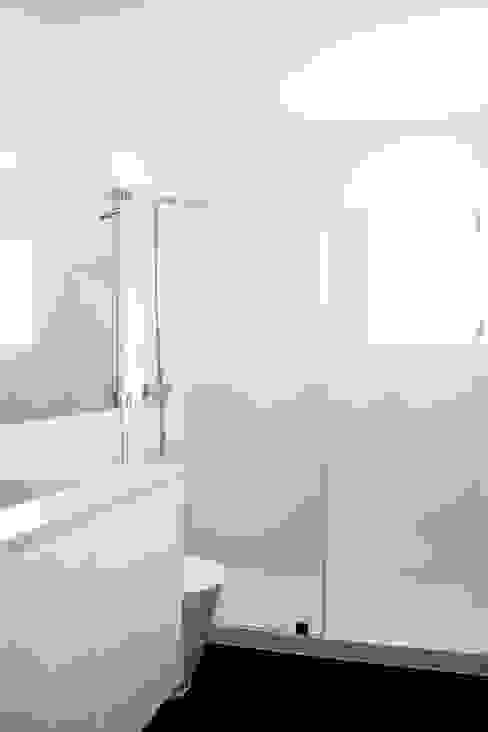 Baños de estilo moderno de involve arquitectos Moderno