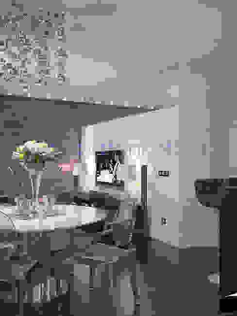 Дизайн проект гостиной и прихожей Медиа комната в скандинавском стиле от homify Скандинавский Бумага